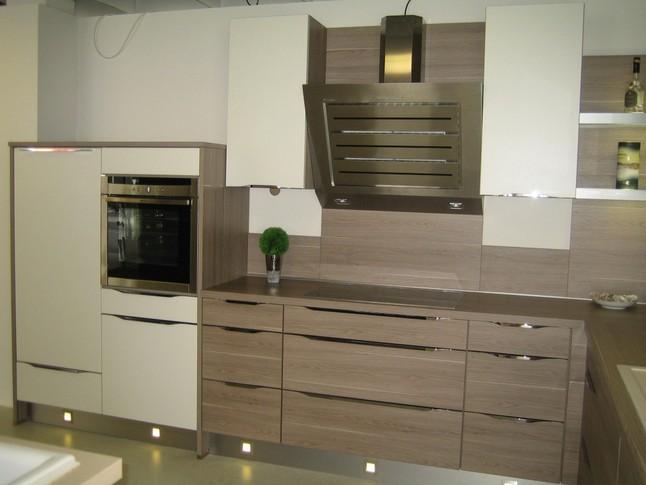 nobilia musterk che nobilia rio in der farbe splinteiche nb und mattlack wei. Black Bedroom Furniture Sets. Home Design Ideas