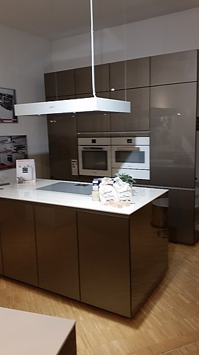 next125 musterk che elegante nextk che mit glasfronten ausstellungsk che in berlin von das. Black Bedroom Furniture Sets. Home Design Ideas