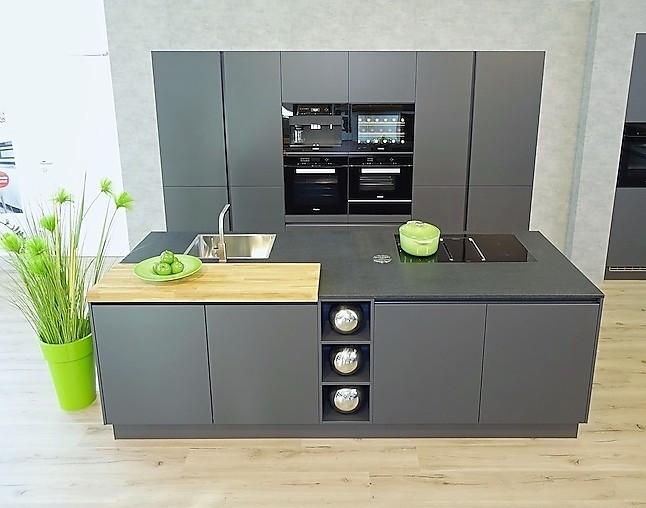 sch ller musterk che einbau kaffeevollautomat pyrolyse. Black Bedroom Furniture Sets. Home Design Ideas