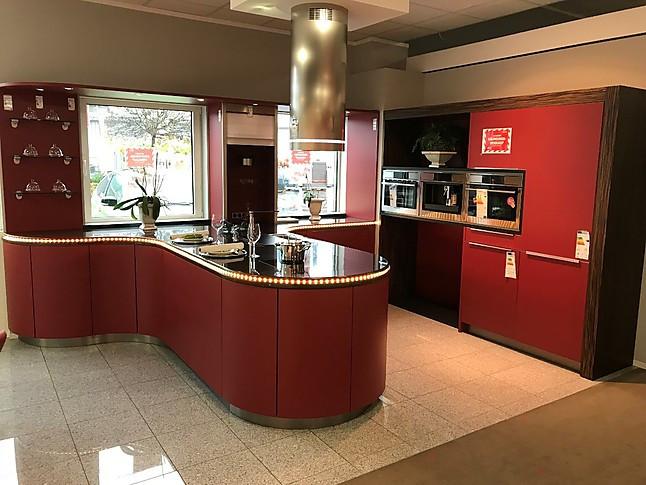 Häcker-Musterküche Häcker Küche Rubinrot mit Nero Assoluto SONDERBAU ...
