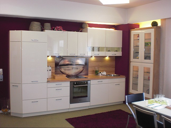 wellmann musterk che neo lack magnolienweiss ausstellungsk che in goslar von k chenstudio. Black Bedroom Furniture Sets. Home Design Ideas