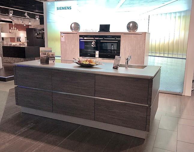 Holz-Optik Küche mit echter Edelstahl-Arbeitsplatte