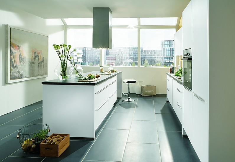 nobilia musterk che k che mit insel und echter glasfront ausstellungsk che in hamburg von. Black Bedroom Furniture Sets. Home Design Ideas