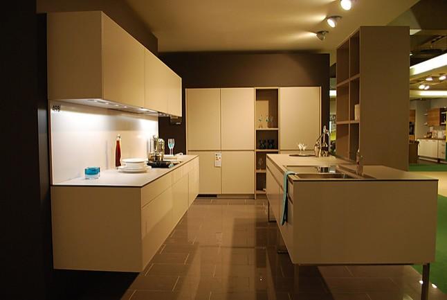 leicht musterk che zweizeilige einbauk che mit regalkombination und hochschr nken dazu miele. Black Bedroom Furniture Sets. Home Design Ideas