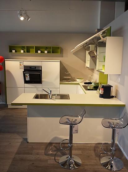 Nobilia Musterküche Weiss Moderne Grifflos Küche in U Form