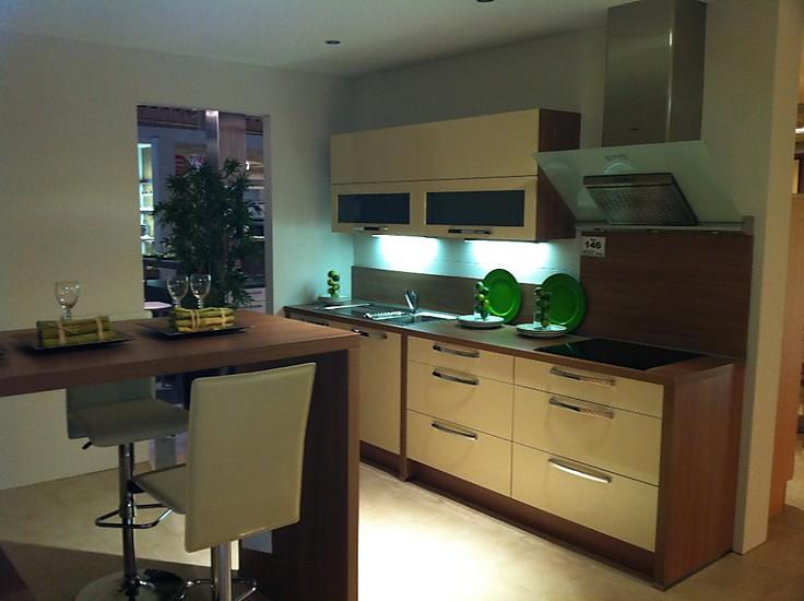 nobilia musterk che primo hochglanz gelb ausstellungsk che in coesfeld von stall treffpunkt k che. Black Bedroom Furniture Sets. Home Design Ideas
