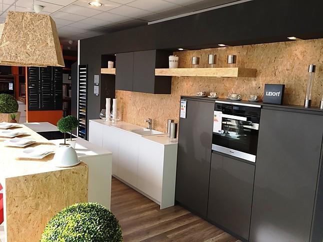 Leicht-Musterküche Moderne Inselküche: Ausstellungsküche in ...