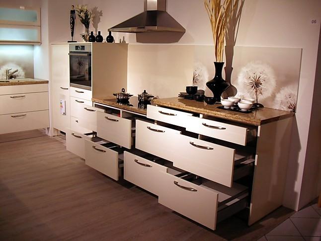 Häcker Musterküche moderne Küchenzeile mit Granit