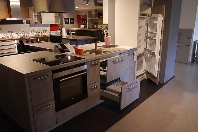 wellmann musterk che koje 19a ausstellungsk che in achern von m o m bel und objekt gmbh. Black Bedroom Furniture Sets. Home Design Ideas