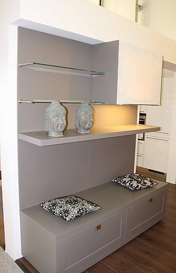h cker musterk che moderne landhausk che in grau. Black Bedroom Furniture Sets. Home Design Ideas