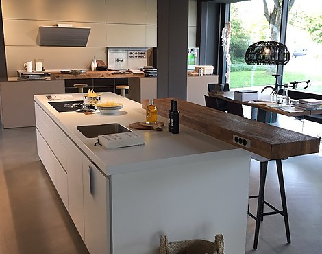 bulthaup kchen gebraucht tolle eckbank wei gebraucht with bulthaup kchen gebraucht designkche. Black Bedroom Furniture Sets. Home Design Ideas