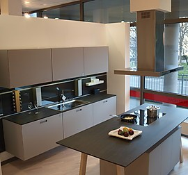 next125 musterk che design k che mit einklappbaren griffen ausstellungsk che in freiburg von. Black Bedroom Furniture Sets. Home Design Ideas