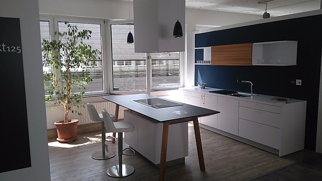 next125 musterk che kochtisch design im einklang mit. Black Bedroom Furniture Sets. Home Design Ideas