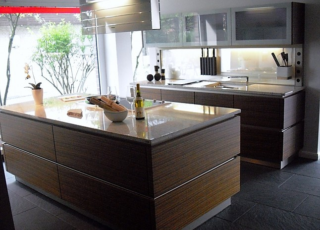 Miele Küchen-Musterküche Grifflose, Edle Küche mit Granit ...