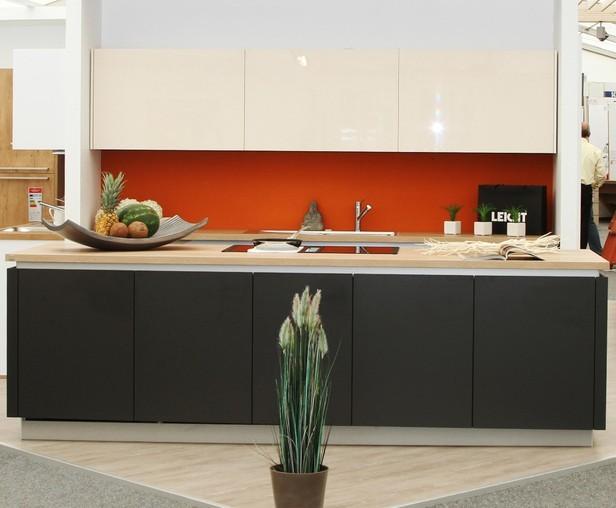 leicht musterk che edel und zeitlos markenqualit t von leicht direkt von der messe pinta. Black Bedroom Furniture Sets. Home Design Ideas