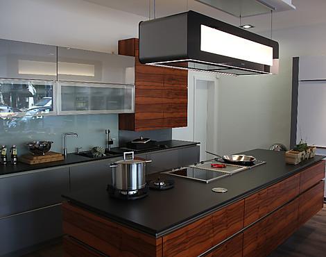 Berbel dunstabzugshaube miele kochfelder lifttüren glasböden ausstellungsküche inselform metallic indischer