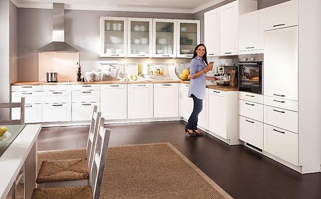 bauformat musterk che landhausk che wei seidenmatt ausstellungsk che in bielefeld von wohnconcepte. Black Bedroom Furniture Sets. Home Design Ideas