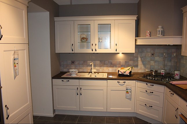 nobilia musterk che landhausk che gem tlich und modern l form mit hochschr nken. Black Bedroom Furniture Sets. Home Design Ideas