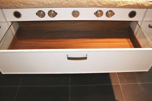zeyko musterk che charmante k che mit viel stauraum ausstellungsk che in schneverdingen von. Black Bedroom Furniture Sets. Home Design Ideas