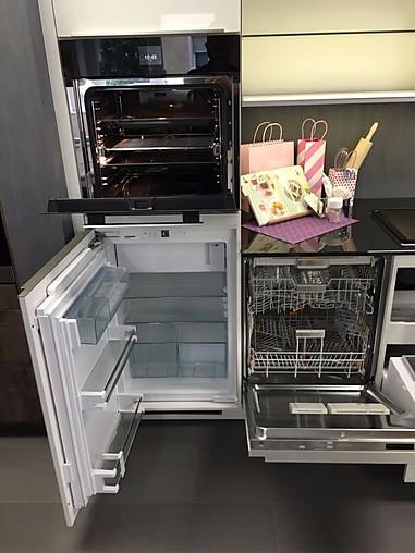 Küchenzeile Bora ~ alno musterküche küchenzeile alno glasküche mit bora kochfeld steinplatte miele geräte liebherr