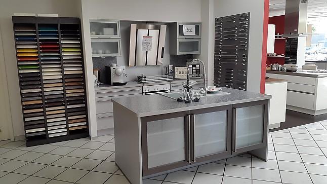 nobilia musterk che funktionelle moderne einbauk che. Black Bedroom Furniture Sets. Home Design Ideas