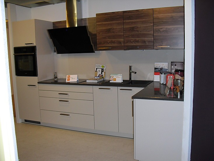 sch ller musterk che champagner k chenzeile mit silestone arbeitsplatte ausstellungsk che in. Black Bedroom Furniture Sets. Home Design Ideas