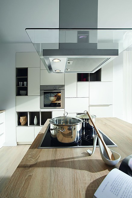 Einbauküchen mit hochwertigen Arbeitsplatten finden Sie bei KÜCHEN AT HOME in Freiburg