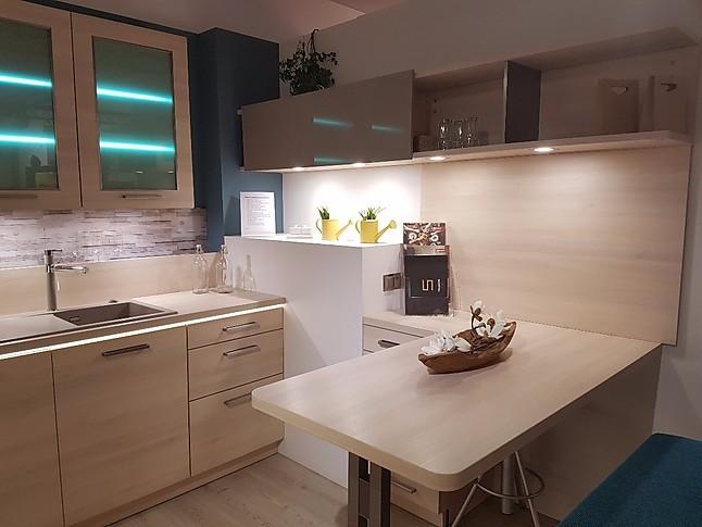 st rmer k chen musterk che topaktuelle und repr sentative einbauk che mit glasfront. Black Bedroom Furniture Sets. Home Design Ideas