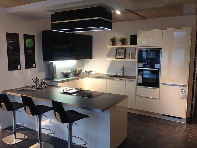 Häcker-Musterküche Hochwertige U-Küche in hochglanz Lack mit E ...