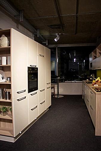selektion d musterk che k che im beliebten farbton magnolia ausstellungsk che in amberg von. Black Bedroom Furniture Sets. Home Design Ideas