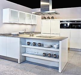 sch ller musterk che moderne einbauk che zweifarbig mit halbinsel und e platz. Black Bedroom Furniture Sets. Home Design Ideas