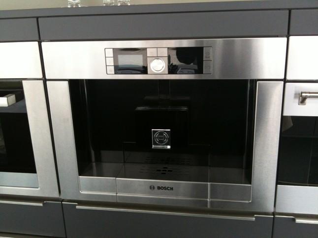 kaffeevollautomaten tcc78k751 einbaukaffevollautomat bosch k chenger t von k chenhaus erich. Black Bedroom Furniture Sets. Home Design Ideas