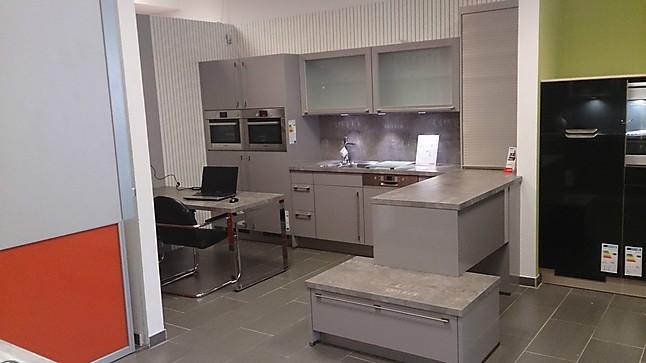 Nobilia-Musterküche NOBILIA Primo Hochglanz Küche / E-Geräte BOSCH ...