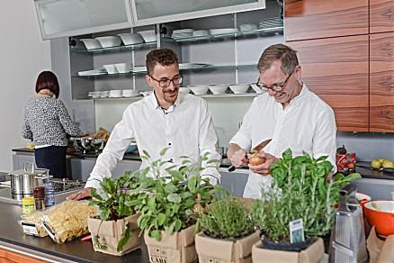 Schiefer-Küche mit voll angeschlossenen Elektrogeräten für Vorführungen und Veranstaltungen