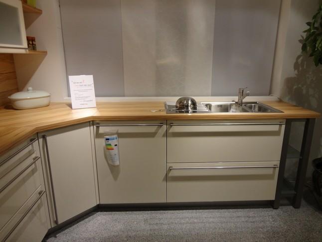 Häcker-Musterküche L-Küche Lack Magnolie hochglanz ...