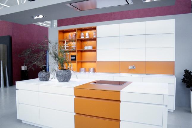 leicht musterk che k che von leicht ausstellungsk che in. Black Bedroom Furniture Sets. Home Design Ideas