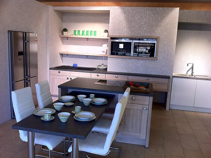 nobilia musterk che moderne landhausk che mit kochinsel und sitzgelegenheit ausstellungsk che. Black Bedroom Furniture Sets. Home Design Ideas