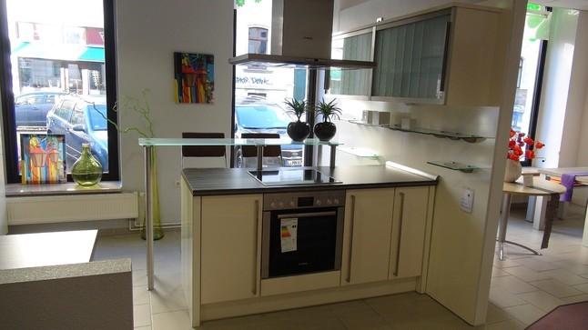 Moderne küchen mit halbinsel  Apéro Küchen-Musterküche moderne L-Küche mit Halbinsel bzw. Insel ...