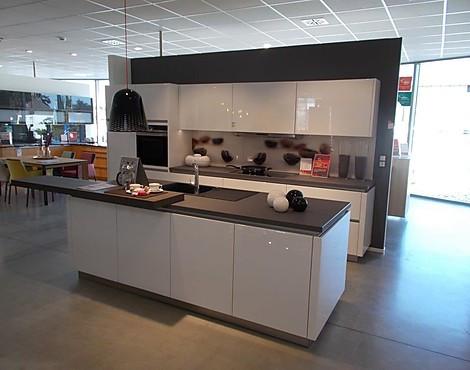 Moderne Grifflose Hochglanzlack Küche Mit Insel, Steinplatte Inkl.   Gala,  Kristallweiß Hochglanz