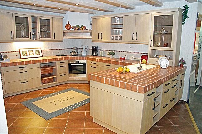 sachsenk chen musterk che landhaus k che mit einer etwas anderen arbeitsplatte mit allen. Black Bedroom Furniture Sets. Home Design Ideas