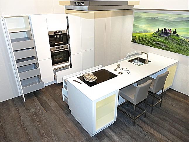 sch ller musterk che wundersch ne und luxuri s ausgestattete inselk che mit led beleuchteten. Black Bedroom Furniture Sets. Home Design Ideas