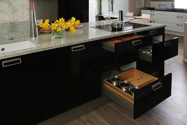 elementa musterk che moderne ausstellungsk che mit. Black Bedroom Furniture Sets. Home Design Ideas