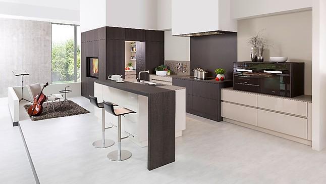 rempp musterk che k chenzeile mit insel arbeitsraum und wohnzimmerschrank ausstellungsk che in. Black Bedroom Furniture Sets. Home Design Ideas