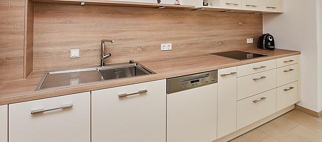 Brigitte-Musterküche Matt weiße Küche mit Holz (mit Esstisch ...