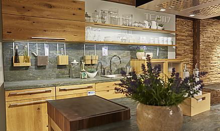 Holzküche bei Möbel Hesse