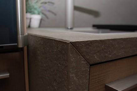 Granit Seitenwagnen und Arbeitsplatte auf Gehrung