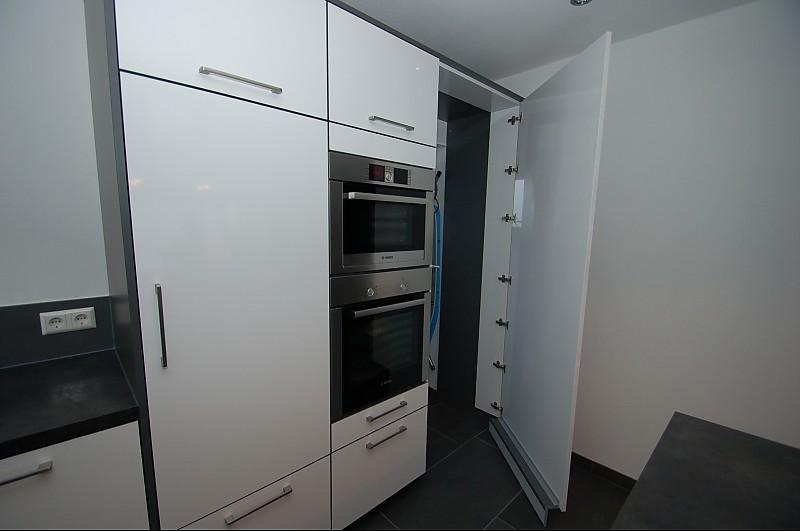 In Küche | Kochinsel Mit Ruckseitig Bundiger Theke Abstellkammer In Kuche