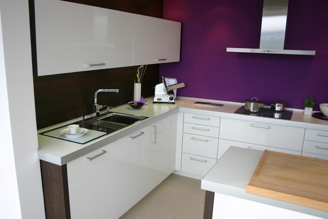 Beckermann-Musterküche Moderne Küche Hochglanz weiß ...