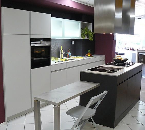 leicht musterk che zeitlos moderne grifflose leicht k che avance mit reichhaltiger ausstattung. Black Bedroom Furniture Sets. Home Design Ideas