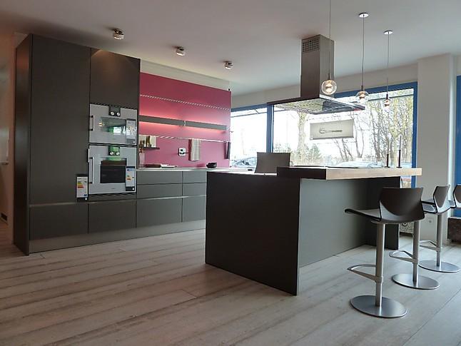 Eggersmann Musterküche Moderne Küche mit Kochinsel